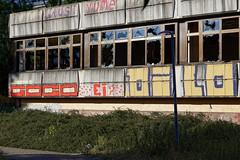 Kongreßzentrum Berlin-Hohenschönhausen (Pascal Volk) Tags: berlin althohenschönhausen konradwolfstrase weisenseerweg sportforumhohenschönhausen kongreszentrumundsporthotelberlinhohenschönhausen berlinlichtenberg architecture architektur arquitectura decay verfall abandoned verlassen verwahrlosung dilapidation desaliño canoneos80d sigma50mmf14dghsm|art 50mmf14 50mmlens unpointquatre onepointfour niftyfifty 50mm dxophotolab decayabandoned crazytuesdaytheme 7dwf
