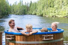 Kylpypalju - Bathing tub, family (iisalmiregion) Tags: palju kylpypalju luonto koski joki nature finland vesi kesä summer bathingtub relaxing wellbeing hyvinvointi ruukintupa jyrkkä sonkajärvi volokinpolku wellness perhe family vesileikit kylpy bath