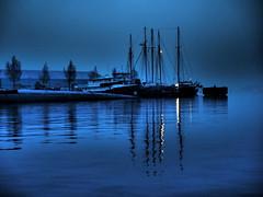Abendidylle (Pico 69) Tags: nachts blau schiffe boote wasser amsterdam pico69