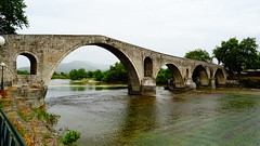 Το γεφυρι της Αρτας DSC02852 (omirou56) Tags: 169ratio sonydschx60v bridge stone hellas epirus water trees τογεφυριτησαρτασ πετρινογεφυρι ηπειροσ νερο ελλαδα δεντρα καμαρεσ αρχιτεκτονικη architecture