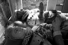 Hir aros / A long wait (Rhisiart Hincks) Tags: eglwys iliz eliza eaglais church eglos glèisa església église biserică chiesa iglesia kirche церковь 教堂 kirik 教会 ažnyčia blancinegre duagwyn gwennhadu dubhagusgeal dubhagusbán blackandwhite bw zuribeltz blancetnoir blackwhite monochrome unlliw blancoynegro zwartwit sortoghvid μαύροκαιάσπρο feketeésfehér juodairbalta