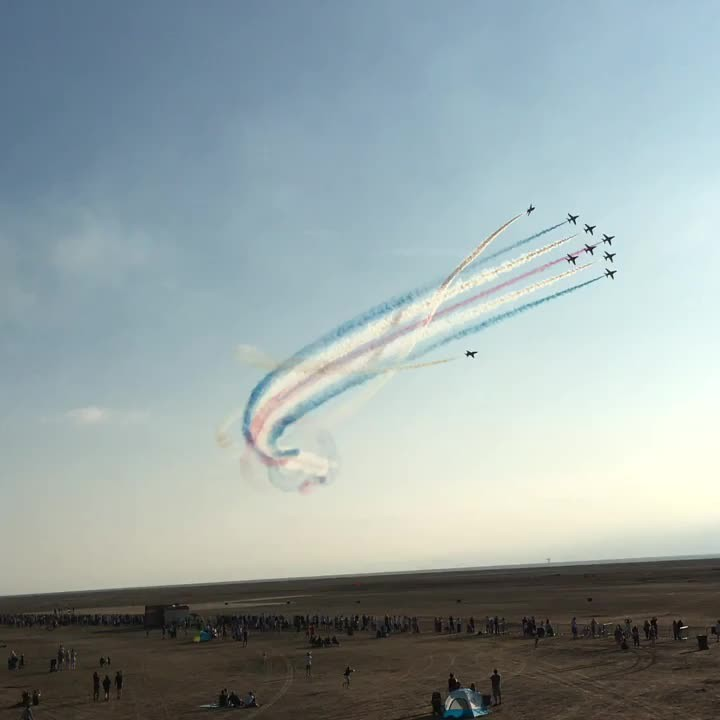 Red Arrows performing the Corkscrew