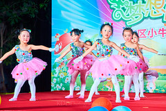 Happy Day Kindergarten Graduation 358 (C & R Driver-Burgess) Tags: stage platform ceremony parent mother father teacher child kids boy girl preschooler small little young pretty sing dance celebrate pink dress skirt red white blue bowtie 台 爸爸 妈妈 父亲 母亲 父母 儿子 女儿 孩子 幼儿 粉红色的 衬衫 短裤 篮球 跳舞 唱歌 漂亮 帅 好看 小 people gauzy compere 打篮球 短裤子 黑 红 tamronspaf2875mmf28xrdildasphericalif 6yrsold text writing sign balloons ballet gloves tights stretch group sit lean cup reach 同学 班 tutu