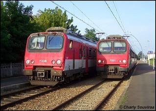 Epoque révolue ... La Z 7321 croise la Z 7338 en gare de La-Hume le 27 aout 2008, ligne Bordeaux-St-Jean - Arcachon.