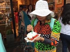 Gaufre de Bruxelles (Pierre♪ à ♪VanCouver) Tags: brusselsewafel belgianwaffle strawberry belgique hat fraise crême lady femme woman women manger comer mangiare eat eten essen たべる 女性