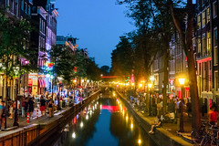 Summer Sights In Summer Nights (Ronny Darko) Tags: summer night nightlife nachtleben sommer nacht amsterdam fluss bruecke river bridges lights lichter dunkel party sightseeing red light district vibrant lively lebhaft rotlicht street