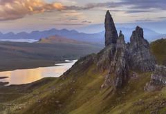Fading light at Storr (ChrisKirbyCapturePhotography) Tags: storr oldmanofstorr isleofskye sunset goldenhour scotland hills view