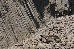 Disyunción columnar (ramosblancor) Tags: naturaleza nature paisaje landscape geología geology volcanismo volcanism rocas rocks disyuncióncolumnar columnarjointing cabodegata andalucía españa spain