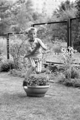 Granny's flowers uses / Zastosowania babcinych kwiatków (Piotr Skiba) Tags: ilfordfp4 film jump child bw monochrome eos flickrfriday fast poland pl piotrskiba flfrok