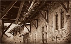 Maisons et toitures, Pérouges, Ain, Auvergne-Rhône-Alpes, France (claude lina) Tags: france auvergnerhônealpes claudelina pérouges ain toitures maisons houses