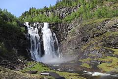 Skjervsfossen (Sven Bonorden) Tags: waterfall wasserfall norwegen norge norway river fluss wasser water landscape landschaft natur nature outdoor skjervsfossen hordaland felsen wald