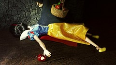 Poor Snow White (custombase) Tags: disney princess classics doll snowwhite witch custommadeapples custombasket poisoned apple red toyphotography