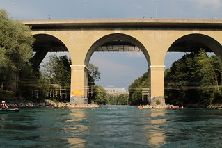 Tiefenaubrücke Worblaufen ( Baujahr 1846 - 1851 - Bogenbrücke aus Sandstein - Brücke Aarebrücke Strassenbrücke bridge pont ) über die Aare ( Fluss river ) bei Worblaufen im Berner Mittelland im Kanton Bern in der Schweiz