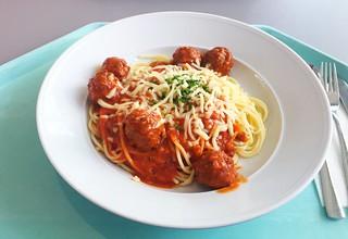 Spaghetti with meatballs & aromatic tomato sauce / Spaghetti mit Hackfleischbällchen und würziger Tomatensauce