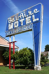 Bel Aire Motel (i saw the Sign) Tags: neon sign signage tuscaloosa alabama al ushighwayroute11 11 route11 highway11 usroute11 motel lodging belaire airconditioned