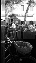 Calma - Calm (Matt Piro) Tags: sony street streetphotography photography black nero bianco white blackwhite libri books book libro mercato market bicicletta bici bike bicycle lecco caffè italia italy cestino punnet usato used seconda mano secondamano second hand secondhand riflessi reflexes marmo marble città city