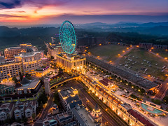 EDA world (EddieLin617) Tags: taiwan kaohsiung sunset sun sky skyline hotel shopping mall golden gold paradise blue magic dream dramatic ferris wheel 台灣 高雄 高雄市 義大 義大世界 夕陽 魔幻 house hdr hour eda world 飯店 摩天輪 購物廣場