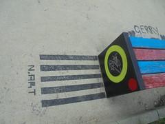 250 (en-ri) Tags: nart nero stencil spray torino wall muro graffiti writing strisce panchina parco dora
