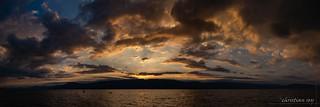 Panorama coucher de soleil sur le lac de Neuchâtel (Switzerland)