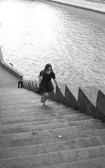 PARIS QUAI DE SEINE (dominiquedruon) Tags: monochrom noir street supertakumar3 528