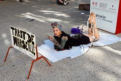 Tarot de Marseille en Avignon (chriskatsie) Tags: festival off provence vaucluse spectacle scene rue street theatre theater carte card femme woman tatoo tatouage divination jouer jeu game