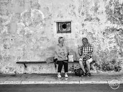 The Boss (davcsl) Tags: bw blackwhite biancoenero davcsl southoffrance france homme monochrome monotones men male masculin noiretblanc noiretblancblackwhite nb people paca streetphotography urbanstreet urban women woman streetphoto street banc fenêtre lucarne sainttropez var blackandwhitephotosonly photographiederue fotografiadistradafotografía callejerastrassenfotografie толькочернобелыеq