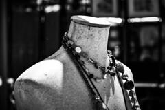 Collares (Jose Rahona) Tags: collar collars bisuteria jewelry maniqui blancoynegro blackandwhite bw byn monochrome