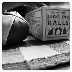 Juggling Balls (shortscale) Tags: juggling balls jonglierball schwarz weiss schwarzweiss blackandwhite black white buw monochrome noiretblanc
