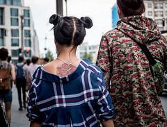 20180527-128 (sulamith.sallmann) Tags: menschen mode zeichen berlin deutschland frisur haare haarmode jugend jugendlich people symbol tattoo zöpfe sulamithsallmann