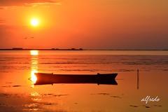 AMANECE....QUE NO ES POCO !!! (alfredo2057) Tags: alfredo agua sol largaexposicion noche rojo pajaro nikon luz nocturna cielo fuego panoramica pueblo color barco mar