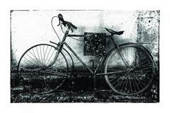 La bicyclette (Jean-Louis DUMAS) Tags: blackandwhite hdr noir noireetblanc noiretblanc nb bw bicycle bicyclette vélo
