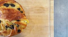 Petite douceur pour l'anniversaire de mon père... (Claire Coopmans) Tags: brioche patisseries boulangerie crème crèmepâtissière banane rhum rhumraisin raisin belgique belgium