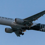 Air New Zealand 777 landing at KLAX (in almost total darkness) thumbnail