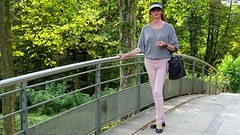On the bridge / Sur le pont (french_lolita) Tags: pink pants grey top