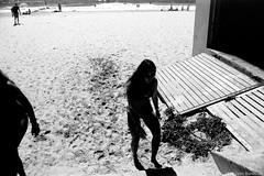 summer light  #828 (lynnb's snaps) Tags: 35mm bw film ferraniap30 leicaiiic cv21mmf4colorskoparltm leicafilmphotography manlybeach sydney australia summer xtol kodakxtoldeveloper blackandwhite bianconegro blackwhite bianconero biancoenero blancoynegro noiretblanc schwarzweis monochrome ishootfilm rangefindercameras contrejour contrast bright shade silhouette girl bikini 2017 ©copyrightlynnburdekinallrightsreserved rangefinder barnack