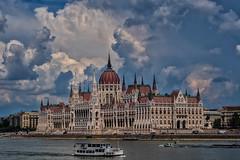 Parlament (Jutta Achrainer) Tags: achrainerjutta budapest fe24105mmf4goss sonyalpha7riii országház parlament wolken himmel