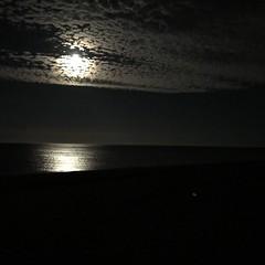 Moonlight shadows. (LtRider) Tags: supein spain españa sky cielo clouds nubes tide marea penumbra night noche mediterranean mediterraneo sea mar andalucia luzdeluna moonlight moon luna