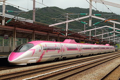Hello Kitty Shinkansen (Teruhide Tomori) Tags: 500series bullettrain superexpress japanrailway hellokitty japon japan kodama 500系 こだま 日本 新幹線 山陽新幹線 高速鉄道 列車 電車 jr西日本 train railway railroad ハローキティ キティちゃん shinkansen aioi hyogo 相生駅 aioistation
