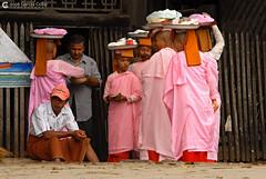 11-10-03 Myanmar (785) O01 (Nikobo3) Tags: asia myanmar burma birmania mandalay culturas color people gentes portraits retratos monjes monks social travel viajes nikon nikond200 d200 nikon7020028vrii nikobo joségarcíacobo