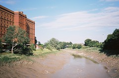 Looking east from Ashton Avenue Bridge (knautia) Tags: ashtonavenuebridge bridge footbridge riveravon bristol england uk july 2018 film ishootfilm olympus xa2 olympusxa2 kodak kodacolor 200iso nxa2roll35 river avon mud lowtide