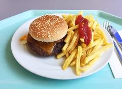 Bacon cheeseburger with french fries / Bacon Cheeseburger mit Pommes Frites (JaBB) Tags: cheeseburger cheddar bacon pommesfrites frenchfries ketchup essen nahrung nahrungsmittel mittagessen food lunch kantine betriebsrestaurant