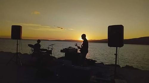 GueRRRa 🎸#rock #sperimentale 📷 di Rita Ventura ] ; ) ::\☮/>> http://www.elettrisonanti.net/galleria-fotografica #jazzcore 🎷 #mathrock 🎥#elettritv💻📲 #dalvivo #musica #sottosuolo #music #live #tramonto :