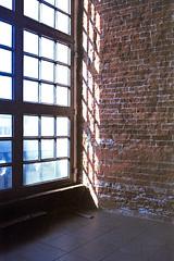 brightest corner (flyerkat_L.E.) Tags: light shadow michel hamburg film analog nikon fm2 35mm kodakultramax400