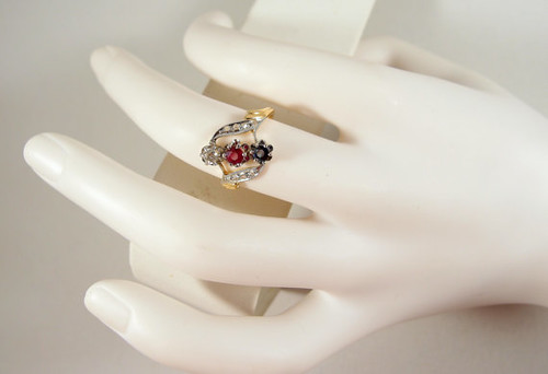 Edwardian 18K solid gold bypass ring with natural gemstones, stamped 3 stone trilogy ring Fine Art Nouveau gold jewelry