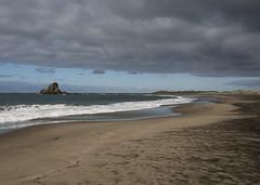 Whatipu Beach (fantommst) Tags: lisaridings fantommst whatipu nz newzealand auckland northisland beach blacksand sand landscape waterscape water rock inland