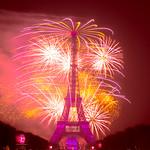 14 juillet 2018 - feu d'artifice de la fête nationale tirée depuis le champ de Mars à Paris par le Groupe F thumbnail