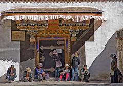A tableau of Tibetans (bag_lady) Tags: select tableauoftibetans tibet shigatse xigaze tashilhunpomonastery buddhist people group