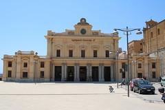 FS: Empfangsgebäude des Bahnhofs Agrigento Centrale (Helgoland01) Tags: agrigento sicilia sizilien italia italien eisenbahn railway bahnhof station fs bahnhofsgebäude erafascista