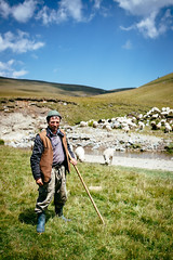 Shepherd (Robert Anders) Tags: 2018 berge bucegimountains ccby canoneos6d creativecommons eos6d mountains romania românia rumänien schafe schäfer sheep shepherd sigma35mmf14dghsm urlaub2018