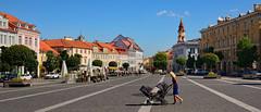 Vilnius / Town Hall Square (Pantchoa) Tags: vilnus lituanie place hôteldeville poussette enfant bébé mère maisons façades clocher landeau lithuania